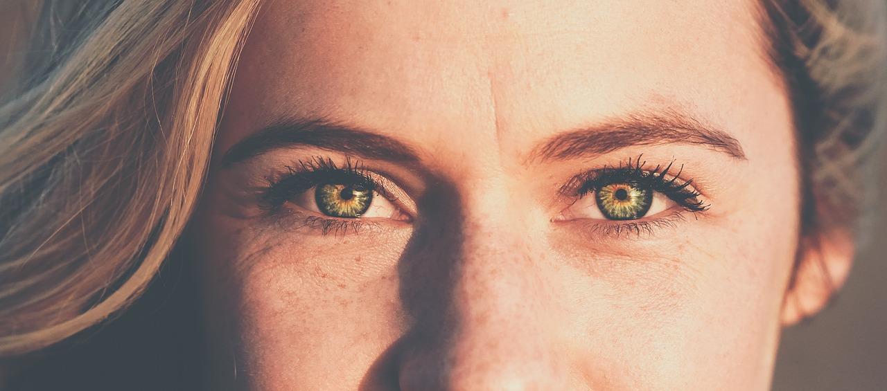 contorno occhi skincare