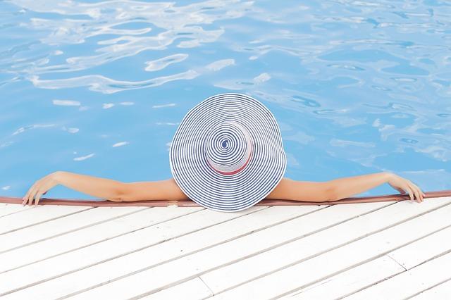 piscina, cloro, pelle viso